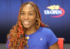 Mästare Venus Williams för storslagen Slam av Förenta staterna under presskonferens efter hennes första runda match på US Open 20 Fotografering för Bildbyråer