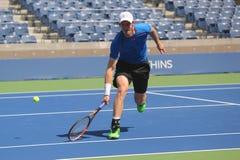 Mästaren Andy Murray för den storslagna slamen öva för US Open 2015 Arkivbild