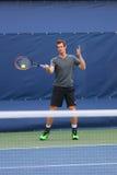Mästaren Andy Murray för den storslagna slamen öva för US Open 2014 Arkivbilder