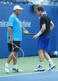 Mästaren Andy Murray (R) för den storslagna slamen öva med hans lagledare Grand Slam Champion Ivan Lendl för US Open 2016 Fotografering för Bildbyråer