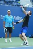 Mästaren Andy Murray (R) för den storslagna slamen öva med hans lagledare Grand Slam Champion Ivan Lendl för US Open 2016 Arkivfoto