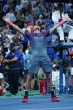 Mästaren Juan Martin Del Porto för den storslagna slamen av Argentina firar seger efter hans US Openkvartsfinalmatch 2017 Royaltyfri Foto