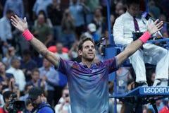 Mästaren Juan Martin Del Porto för den storslagna slamen av Argentina firar seger efter hans US Openkvartsfinalmatch 2017 Fotografering för Bildbyråer