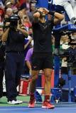 Mästaren Rafael Nadal för US Open 2017 av Spanien firar seger efter hans finalmatch mot Kevin Andersen Arkivfoton