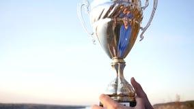 Mästaren rymmer en briljant kopp för vinnare` s ultrarapid 1920x1080, full hd lager videofilmer