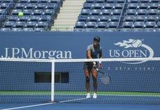 MästareNa Li för den storslagna slamen öva för US Open 2013 på Arthur Ashe Stadium på Billie Jean King National Tennis Center Arkivbilder