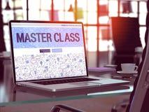 Mästarklassbegrepp på bärbar datorskärmen royaltyfria bilder