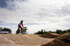 MÄSTERSKAP 2014 för BMX THAILAND - Juni 15, oidentifierade cyklister arkivfoton