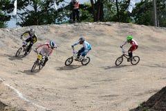 MÄSTERSKAP 2014 för BMX THAILAND - Juni 15, oidentifierade cyklister arkivfoto