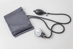 Mäta apparat för blodtryck och för puls fotografering för bildbyråer
