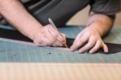 Mäta läder för att klippa royaltyfri foto