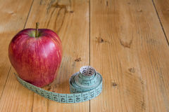 mätande band för äpple Fotografering för Bildbyråer
