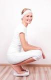 mätande viktkvinna Royaltyfri Foto