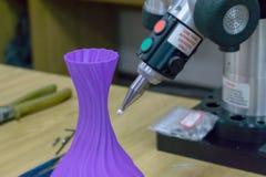 mätningar 3D som apparaten mäter 3D, skrivev ut den plast- delen mätningsworkpiece för bildläsning 3D lösningar för mätning 3D fö royaltyfri bild