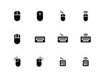 Mäuse- und Tastaturikonen auf weißem Hintergrund Stockfotos