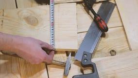 Młot, zobaczył i kahata kłamstwo na drewnianym tle budowa młotek narzędzia okno zdjęcie wideo