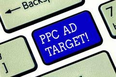 Mål för annons för handskrifttextPpc Begrepp som betyder lön per klicken som annonserar tangentbordet för aktion för marknadsföri arkivfoton