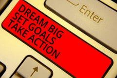 Mål för uppsättning för dröm för ordhandstiltext tar stora handling Affärsidé för att motivationen ska följa ditt röda dröminspir arkivfoton