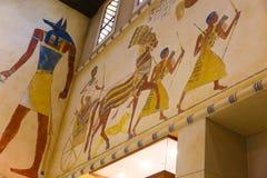 Måla den färgrika egyptiska templet Arkivfoto