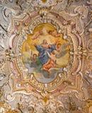Måla det dekorerade taket av en forntida kristen kyrka fotografering för bildbyråer