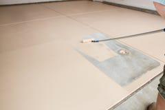 Måla golvet av garaget arkivfoton