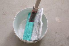 Måla hjälpmedel - hem- renovering arkivbild