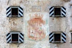 Måla på väggen av den Predjama slotten Fotografering för Bildbyråer