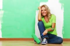 måla väggkvinnan Arkivbild