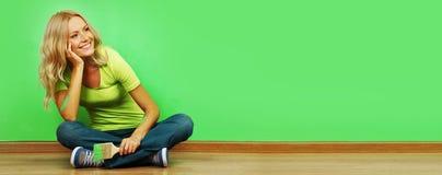 måla väggkvinnan Royaltyfri Foto