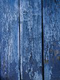 Målad blå wood yttersida, med en abstrakt uttrycksfull vertikal linje textur Pastellfärgad bakgrund för design Arkivfoton