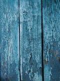 Målad blå wood yttersida, med en abstrakt uttrycksfull vertikal linje textur Pastellfärgad bakgrund för design Arkivfoto