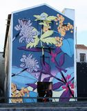 Målad byggnad i Ponta Delgada, Azores, Portugal Arkivfoton