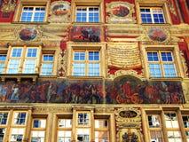 målad facade för 17th århundrade Arkivfoton