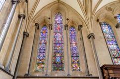 Målad glasfönster på templet Royaltyfria Bilder