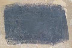 Målad grå rektangel på en beige konkret yttersida fotografering för bildbyråer