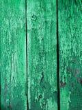 Målad grön wood yttersida, med en abstrakt uttrycksfull vertikal linje textur Pastellfärgad bakgrund för design Kopieringsdegutry Royaltyfri Foto