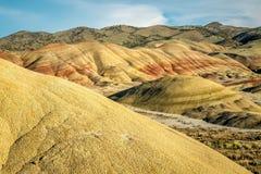 Målad kulleenhet av den John Day Fossil Beds National monumentet Arkivbilder