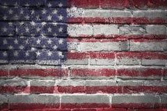 Målad nationsflagga av USA på en tegelstenvägg Arkivbilder