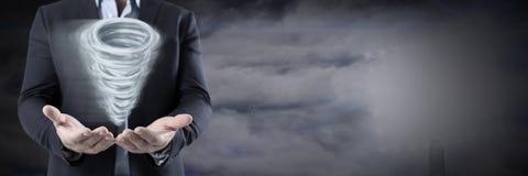 Målad och mörk himmel för trombbedragare med affärsmanöppningshänder vektor illustrationer