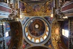 målad påvlig saint för basilicakupolmajor mary arkivbilder