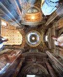målad påvlig saint för basilicakupolmajor mary Arkivfoto