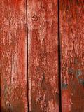 Målad röd wood yttersida, med en abstrakt uttrycksfull vertikal linje textur Pastellfärgad bakgrund för design Royaltyfria Foton