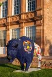 Målad staty av buffeln Arkivbild