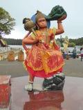 Målad staty av den hinduiska guden Arkivfoton