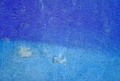 Målad vägg för Grunge blått Arkivfoton