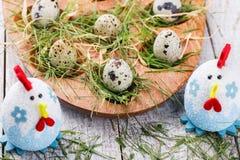 Målade ägg och blommor Royaltyfri Foto