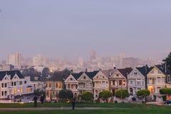 Målade damer av San Francisco i härligt ljus royaltyfri fotografi