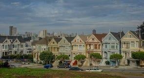 Målade damer i staden av San Francisco arkivfoton