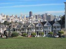 Målade damer Rowhouses i San Francisco fotografering för bildbyråer