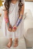 målade händer royaltyfri foto